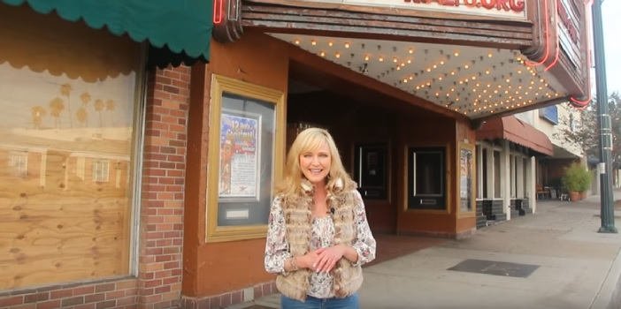 Lisa Wilcox Visits Location of the Rialto Theater from 'The Dream Master'
