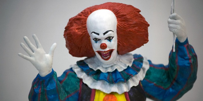 """First Look at Factory Entertainment's 'IT' 15"""" Pennywise Motion Statue!"""