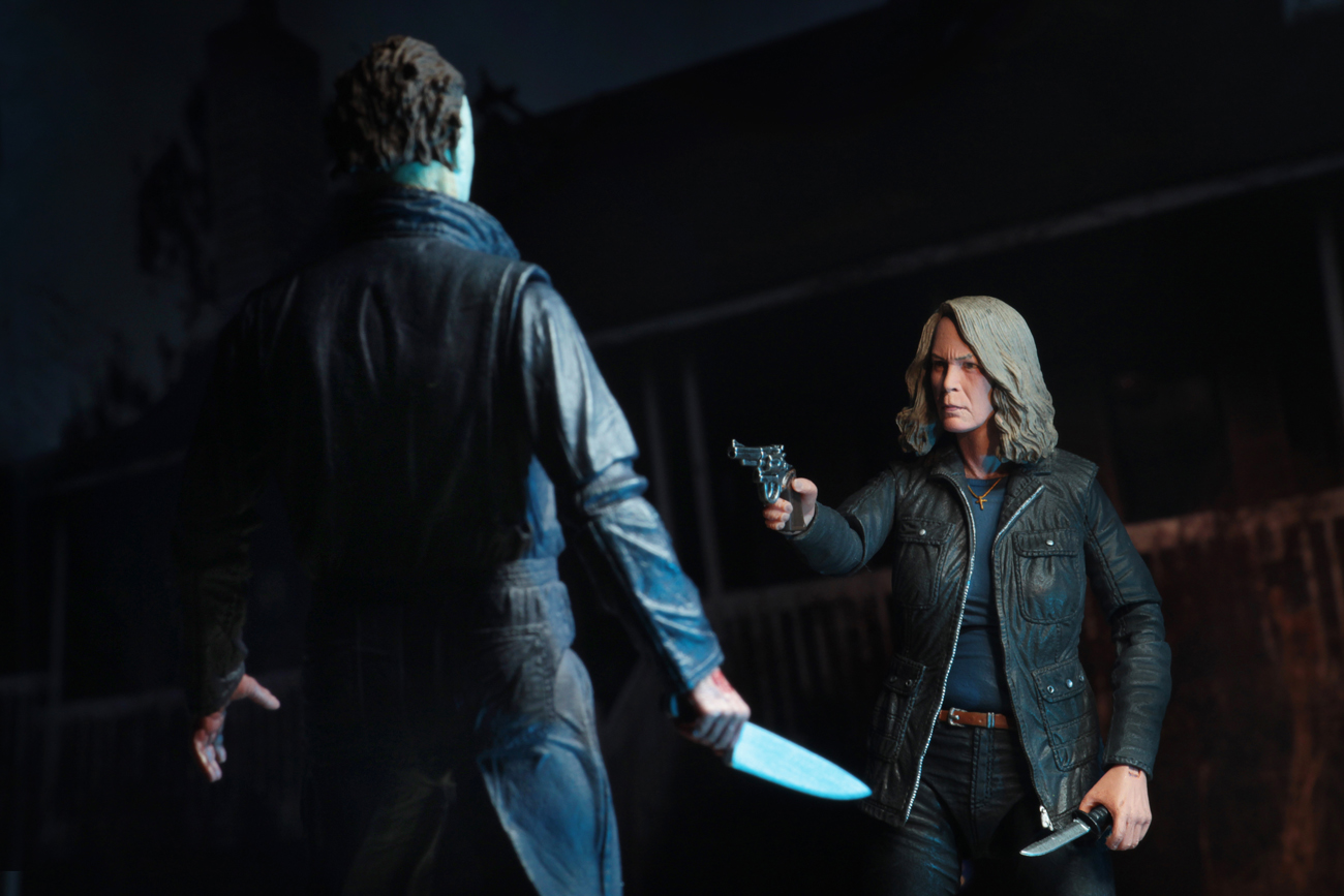 Ultimate Laurie Strode Action Figure 6