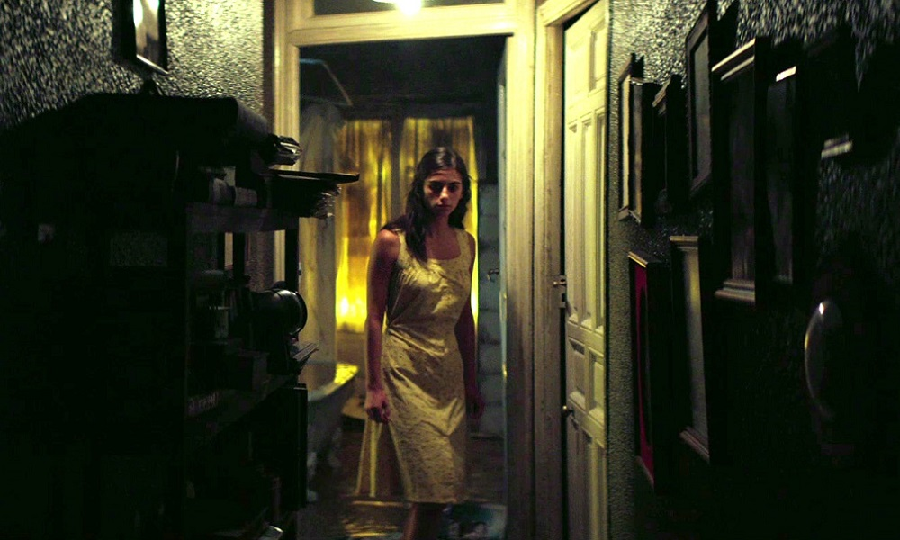 "Review: ""32 Malasana Street"" is a Ghost Story about Rejection at Nightstream Film Festival"