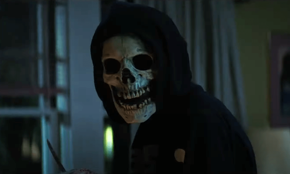 'Fear Street Part 1: 1994' Trailer Brings the Screams Ahead of this Friday's Debut on Netflix